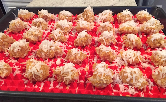 coconut chicken bites with sweet chili sauce, appetizers, party food, super bowl food, frank's