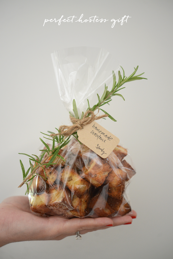 Delicious homemade croutons - perfect holiday hostess gift!