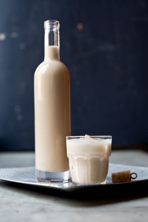 Homemade Irish Cream - I'd love to get this as a gift!