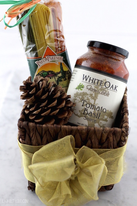 Pasta and sauce hostess gift idea