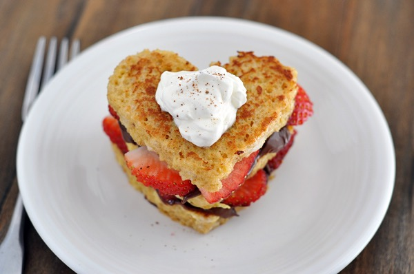 Heart shaped nutella and strawberry french toast - perfect for Valentine's Day breakfast in bed!