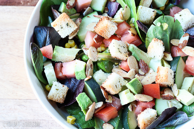 Delicious Mixed Greens Salad with Homemade Rosemary Croutons