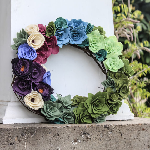 I can't believe this succulent wreath is made out of FELT! So beautiful!