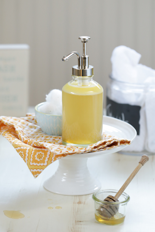 DIY Honey Face Wash - this leaves your skin feeling so soft but not dried out or stripped!
