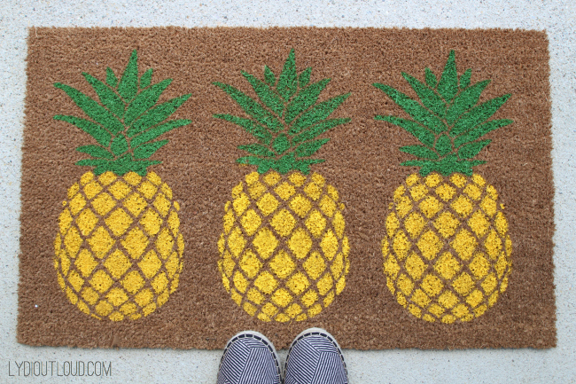 What a fun summer decoration! DIY Pineapple Doormat was so easy with a DIY stencil.