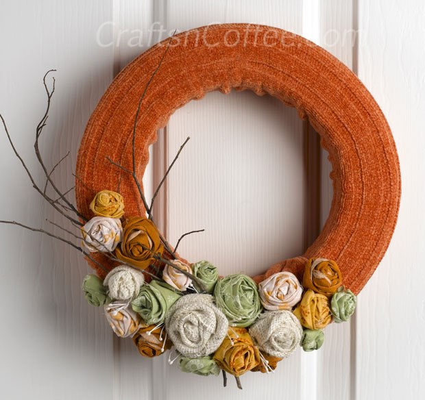 DIY Sweater Wreath for Fall - this is so clever and adorable!