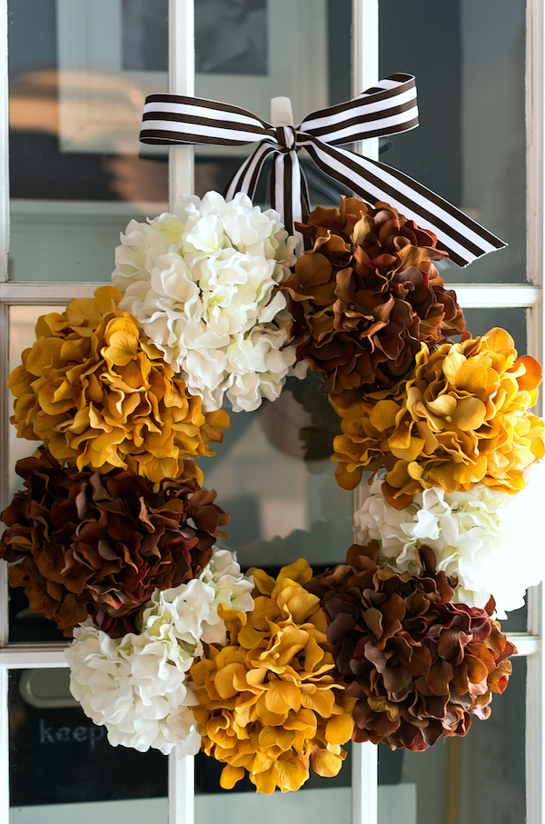 This DIY Hydrangea Fall Wreath is so beautiful - I am going to try this one for sure!