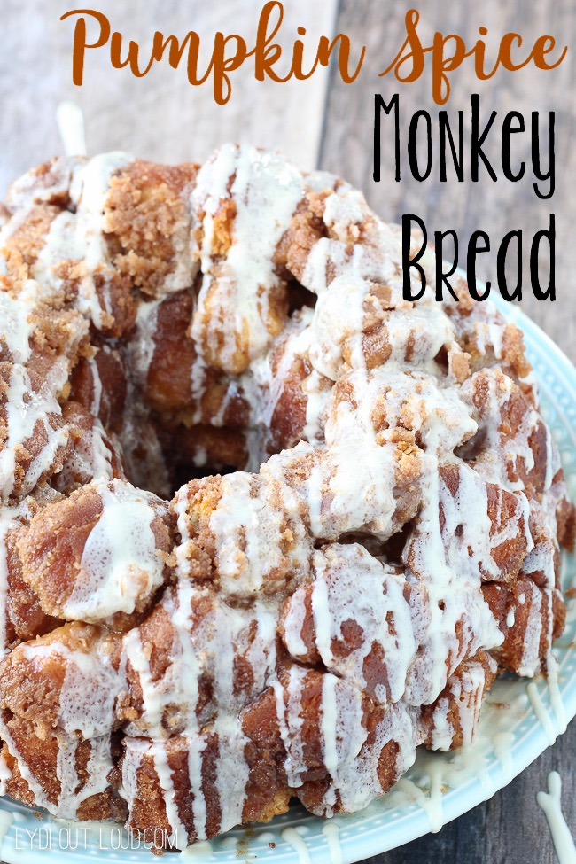Delicious Pumpkin Spice Monkey Bread - this makes me so excited for fall!!! via @lydioutloud