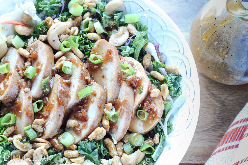 This Honey Ginger Sesame Chicken Salad is my new fav meal - so much flavor, texture and crunch... perfection!