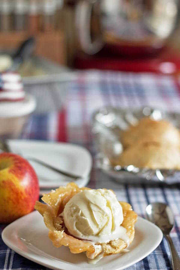 Apple Pie Ice Cream Bowls - these look phenomenal!
