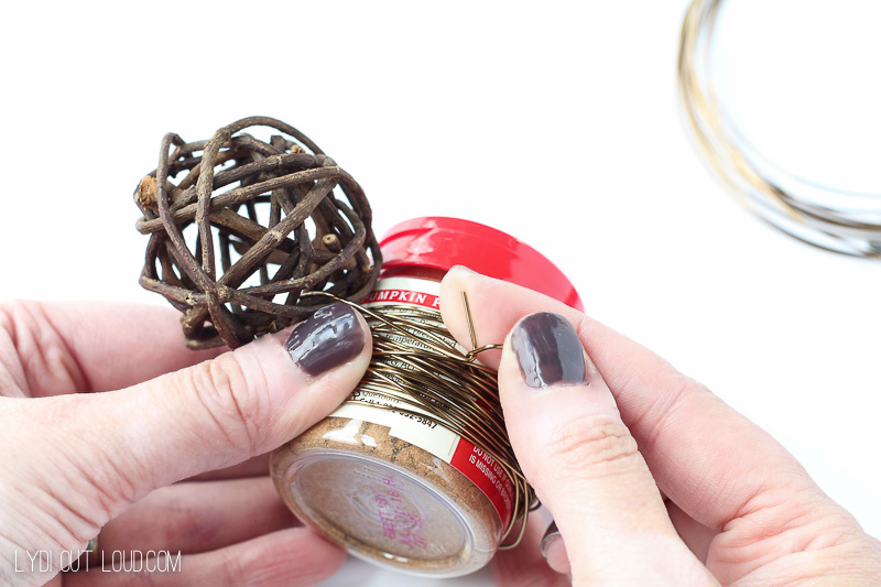 These Grapevine & Wire Napkin Rings are such a fun and easy craft!