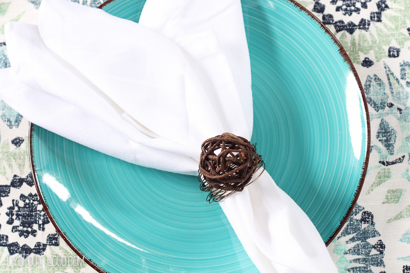 Beautiful DIY Napkin Rings made with grapevine balls and wire - so easy!