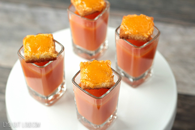 These tomato soup and grilled cheese crouton shooters are soooo good and adorable to boot!