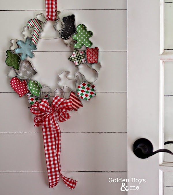 So cute! A Christmas Cookie Cutter Wreath! What a creative idea!