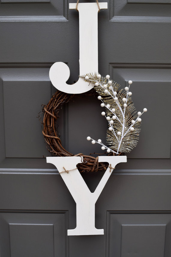 This Joy sign would be such a pretty Christmas wreath!