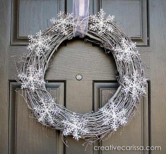 This snowy winter wreath is such a beautiful craft!