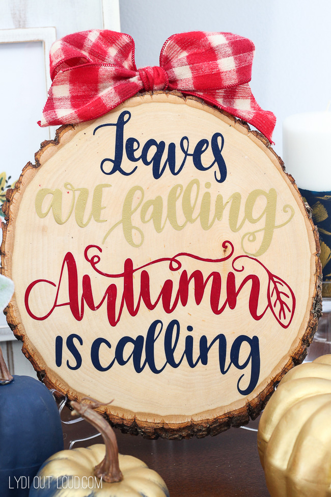 Wood Slice DIY Fall Sign - it transitions to a Christmas sign perfectly!