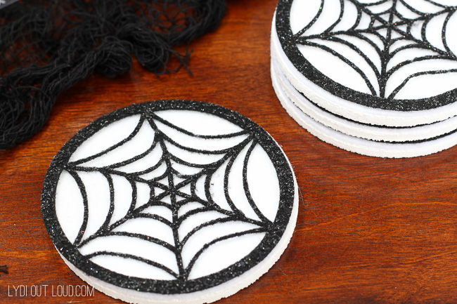 DIY Spiderweb Coasters made out of felt with the Cricut Maker machine