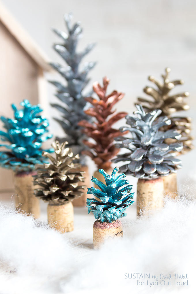 "Painted Pine Cone Forest with Wine Cork ""Tree Stumps"" #pineconecrafts #christmasdecor #diydecor"