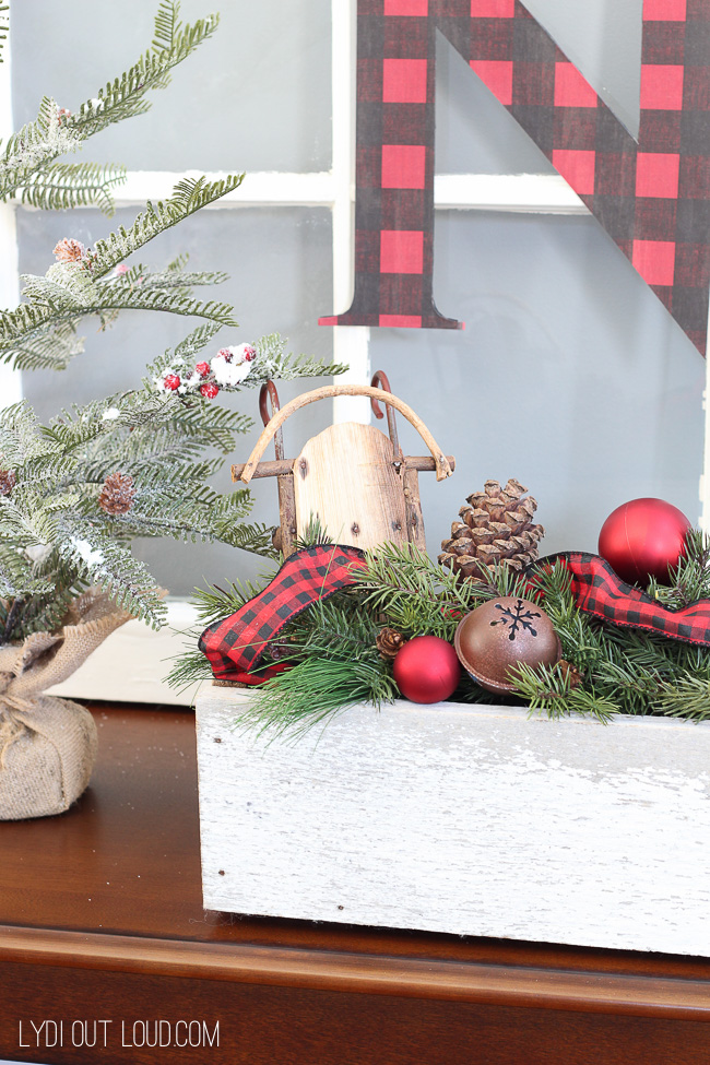 Buffalo Check Christmas entryway #buffalocheck #Christmasdecor #diychristmasdecor