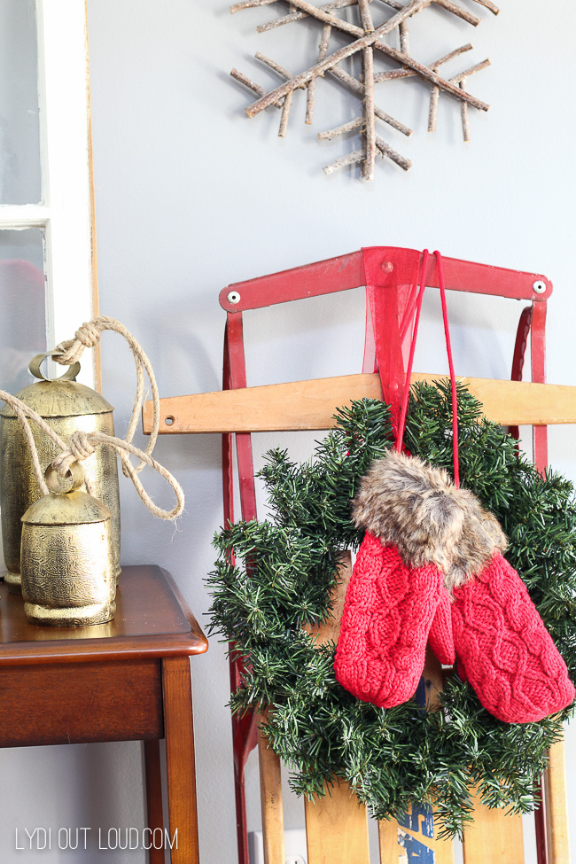 Vintage Christmas Entryway #ChristmasDecor #DIYChristmasDecor #VintageChristmasdecorations