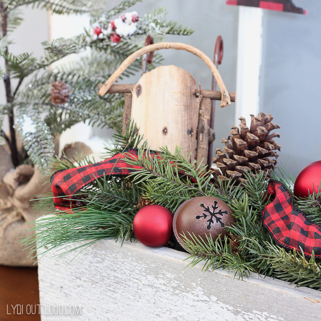 Christmas Entryway Decor #BuffaloCheck #Christmasdecor #Christmasentryway