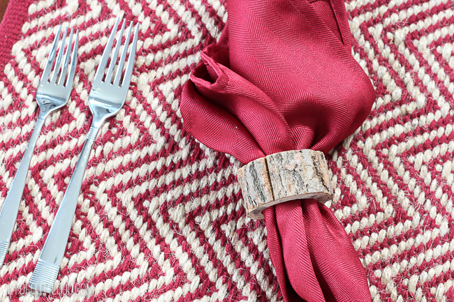 Jute placemat and birch napkin rings #christmastablescape #christmasdecor #rusticdecor