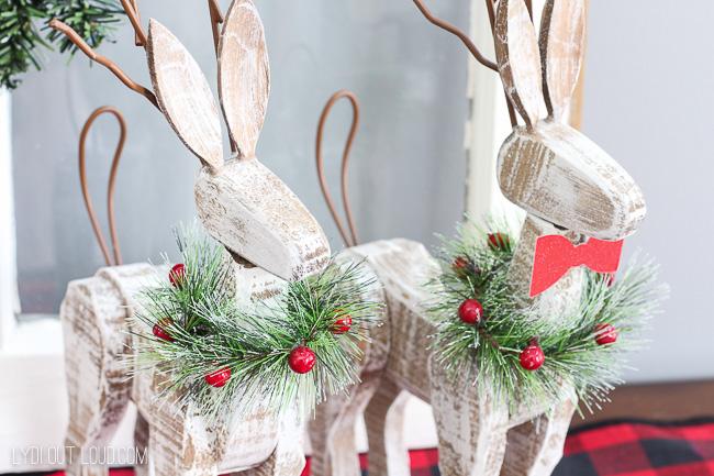 Wood reindeer #christmasdecor #farmhousedecor #rusticchristmasdecor