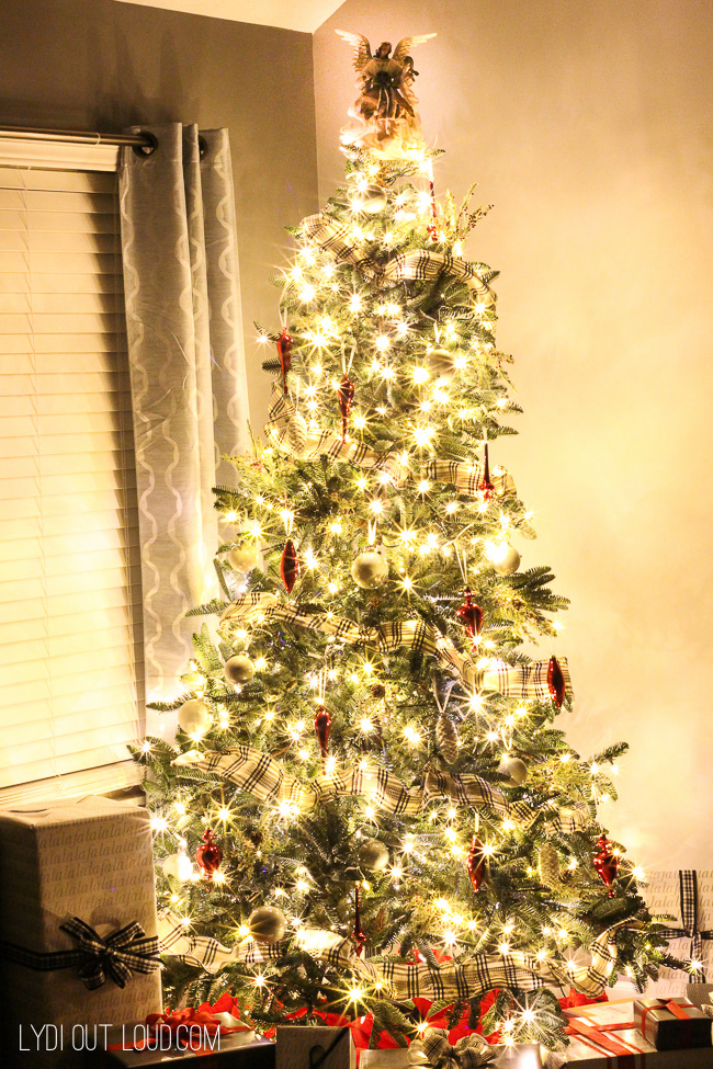 Prelit Tree Classics Deluxe Noble Fir Snap Tree