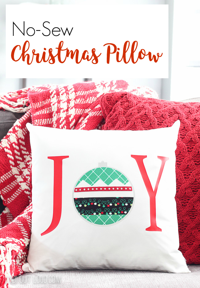 DIY No-sew Christmas Pillow #Christmaspillow #diypillows #Christmasdecor #diypillows