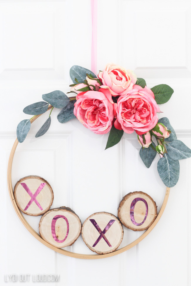 DIY Valentine's Day Hoop Wreath #DIYwreath #embroideryhoopwreath #diyspringwreath
