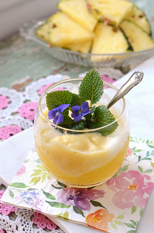 Prosecco Pineapple Float