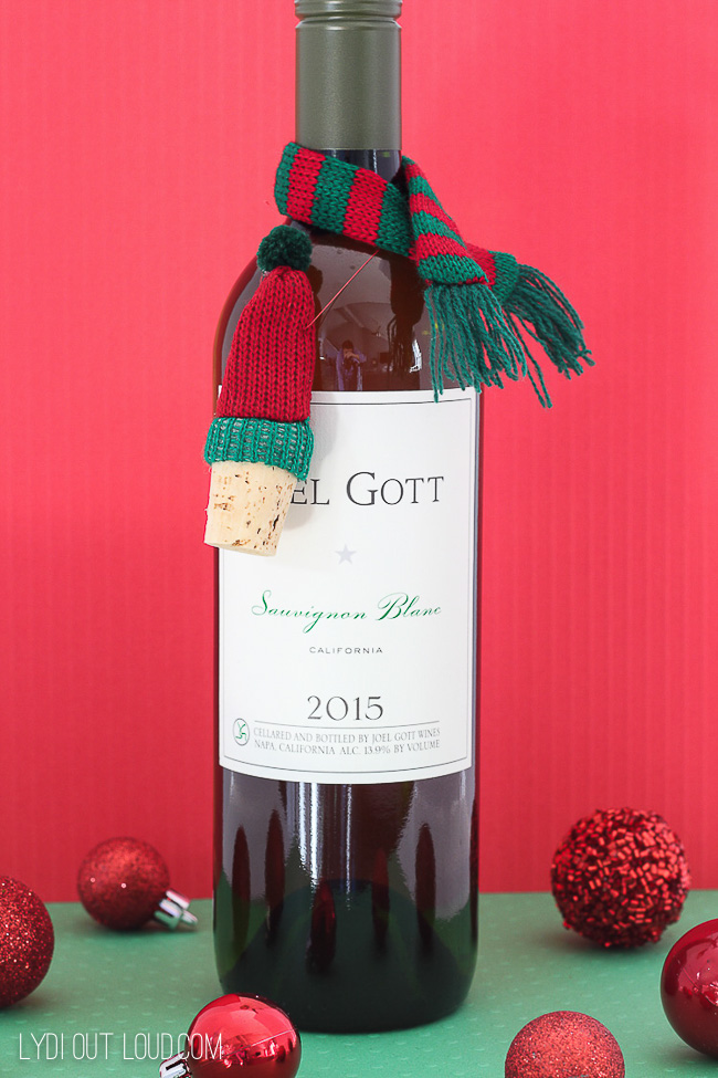 DIY Wine Stopper Gift Idea - perfect for a Christmas hostess gift!