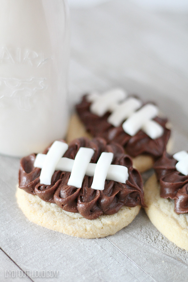 Darling and delicious football cookies