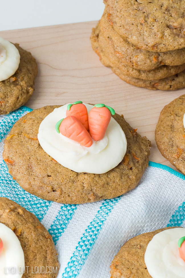 The cutest carrot cake cookies!
