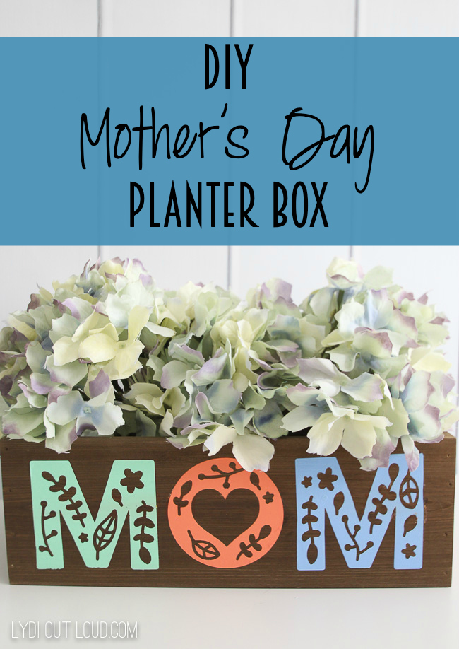 Multi-use DIY Mother's Day planter box via @lydioutloud