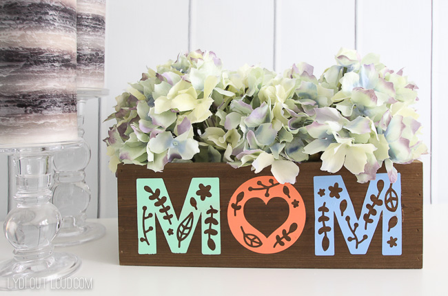 DIY Mom Planter Box