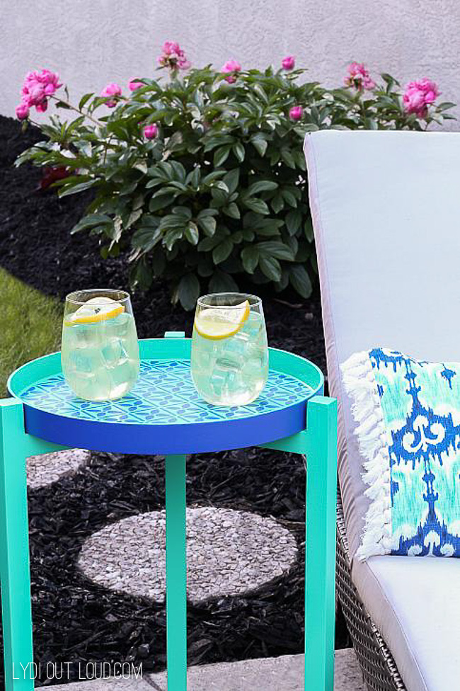 DIY Stenciled Outdoor End Table via @lydioutloud