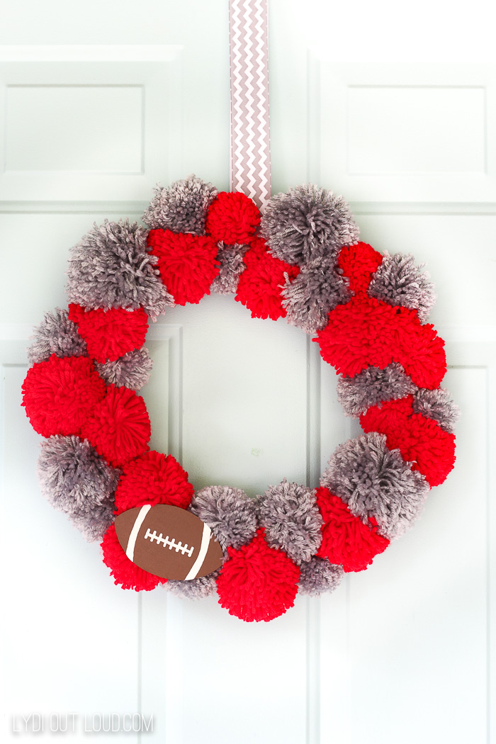 Pom pom team colors wreath