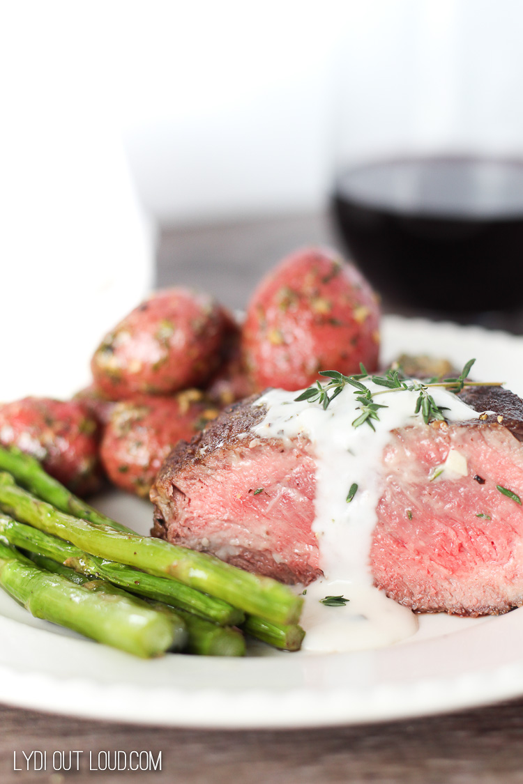 Pan Seared Filet Mignon with Garlic Aioli