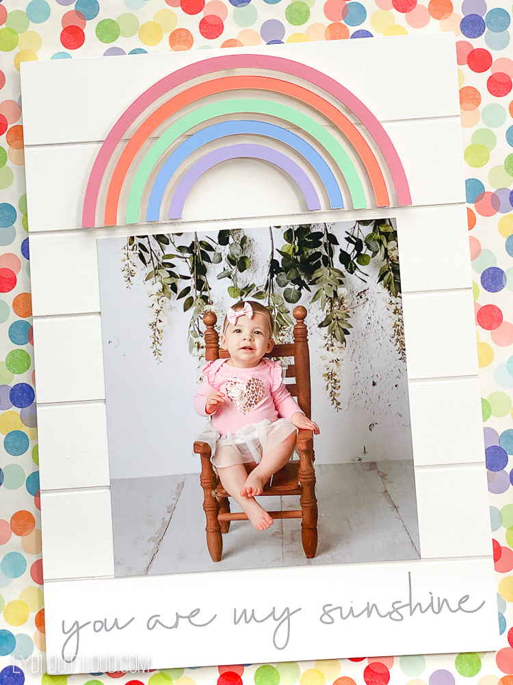 DIY Rainbow Picture Frame with a Cricut via @lydioutloud