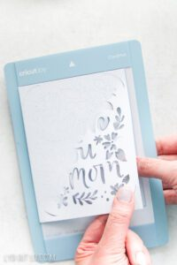 How to remove a card from Cricut mat