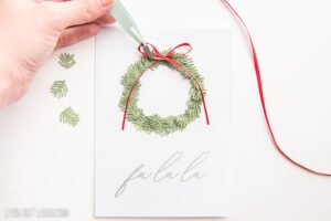 How to make a paper wreath with a Cricut