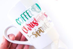 how to apply cricut vinyl to a mug